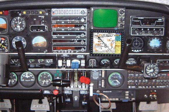 PA 34 Seneca: MT VisionAir Steuerhornmontage
